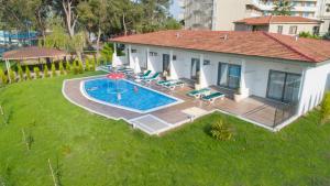 Вид на бассейн в Linda Resort Hotel или окрестностях