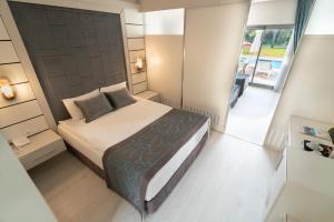 Кровать или кровати в номере Linda Resort Hotel