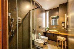 A bathroom at Trevi Beau Boutique Hotel