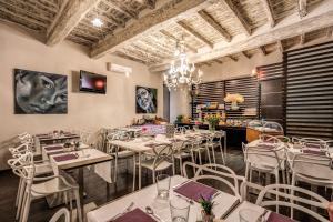 A restaurant or other place to eat at Trevi Beau Boutique Hotel