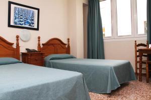 Een bed of bedden in een kamer bij Hotel Mediterraneo Carihuela