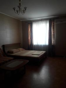A bed or beds in a room at 1 ком. квартира на Курзальной