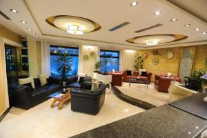 The lobby or reception area at Best Western Hotel Colombe