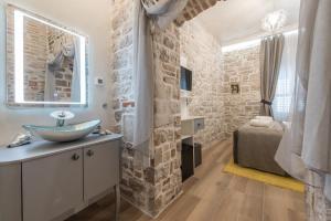 A bathroom at Zara Palace - design rooms