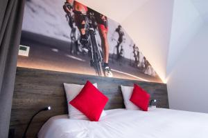 A bed or beds in a room at Velotel Brugge