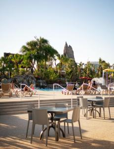 The swimming pool at or close to Avanti Palms Resort And Conference Center