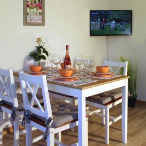 Ein Restaurant oder anderes Speiselokal in der Unterkunft Ferienwohnung Bergluft