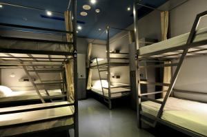 A bunk bed or bunk beds in a room at Space Inn Hengyang Branch