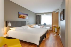 A bed or beds in a room at ibis Hotel Würzburg City