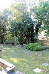 A garden outside Mignon Cottage 9 Noongah Terrace