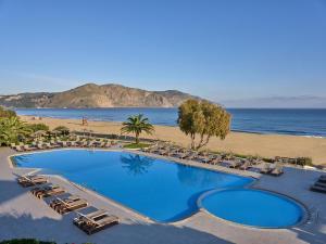 Θέα της πισίνας από το Pilot Beach Resort  ή από εκεί κοντά