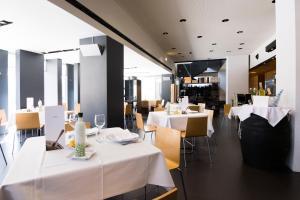 Un restaurante o sitio para comer en Elegance Almansa