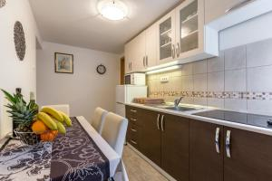 A kitchen or kitchenette at Holiday Home Riva Promenade
