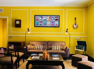 Ein Sitzbereich in der Unterkunft Caruso Place Boutique & Wellness Suites