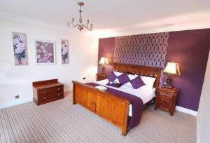 A bed or beds in a room at Central Hotel Donegal