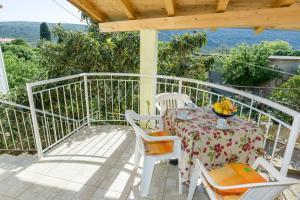 A balcony or terrace at Apartment Martedić