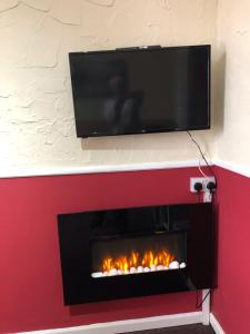 A television and/or entertainment centre at Lindisfarne Holiday Apartments - Families & Couples Only