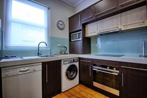 A kitchen or kitchenette at Stay on Sussex