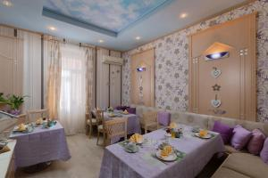 A restaurant or other place to eat at Hotel Scaletta