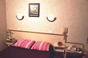 Un ou plusieurs lits dans un hébergement de l'établissement Hotel Restaurant des Deux Vallées