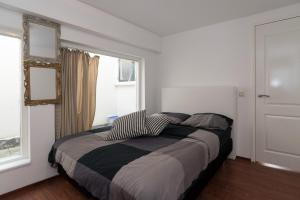 A bed or beds in a room at Siebold Apartment
