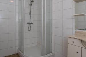 A bathroom at Siebold Apartment