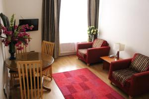 A seating area at Aspen Serviced Apartments