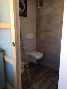 A bathroom at 1 Chambre, 1 P'tit dèj', 1 Sourire
