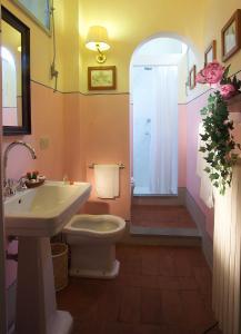 A bathroom at Antica Dimora Firenze
