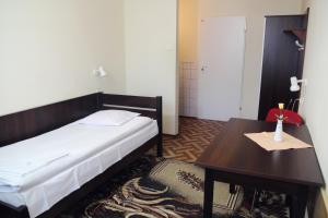 Łóżko lub łóżka w pokoju w obiekcie Trio Hostel