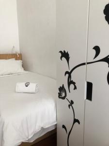 Uma cama ou camas num quarto em G&B - Hostel and Wines