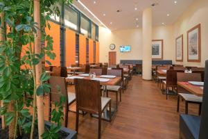 Ein Restaurant oder anderes Speiselokal in der Unterkunft Star Inn Hotel Salzburg Airport-Messe, by Comfort