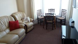 A seating area at Delamere holiday flat