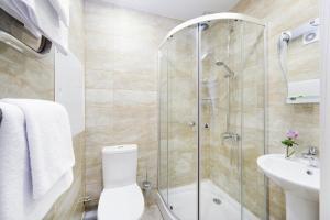 A bathroom at Repinskaya Hotel