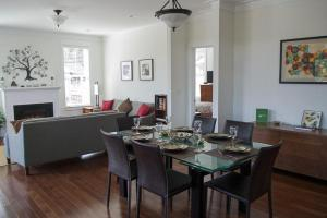 A restaurant or other place to eat at Seaside Haven Three-Bedroom Home