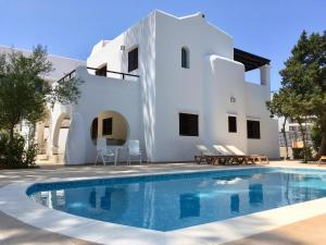 Bazén v ubytování Chalet Torralba - Villa at Hotel Osiris nebo v jeho okolí