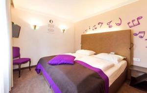 Ein Bett oder Betten in einem Zimmer der Unterkunft Hotel Der Salzburger Hof