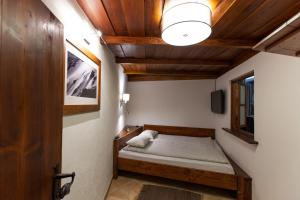 A bunk bed or bunk beds in a room at Apartment Koryntia
