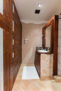 A bathroom at Apartment Koryntia