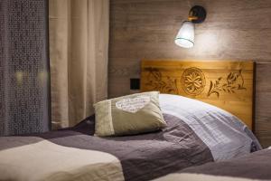 Łóżko lub łóżka w pokoju w obiekcie Tatrzański Ogród Regional Houses Zakopane