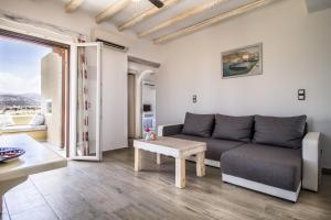 A seating area at Faros Villa