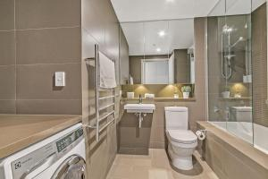 A bathroom at NOP007-24 Olympic Park 2Bed2 Bath High Level View