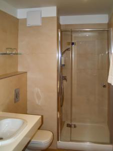 A bathroom at Világos Hotel Balatonvilágos