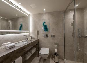 Ванная комната в DoubleTree by Hilton Istanbul - Sirkeci