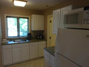 A kitchen or kitchenette at Sea Rose Suites