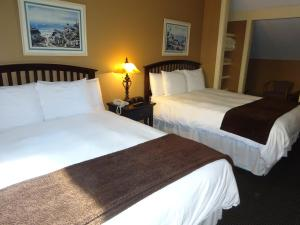 A bed or beds in a room at Sea Rose Suites