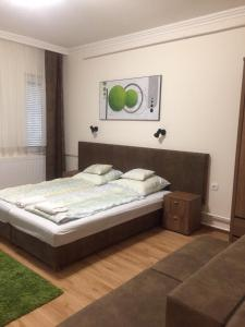 A bed or beds in a room at Weninger Apartmanok