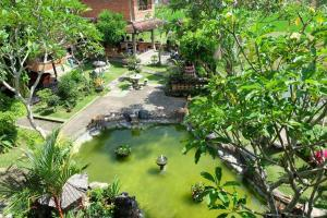 A view of the pool at Ganesha Ubud Inn or nearby