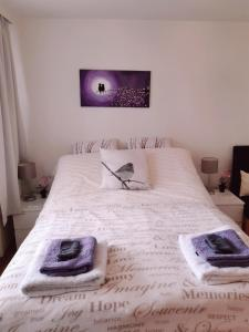 A bed or beds in a room at Sunset H20 Apartment or Room by Keflavik Airport