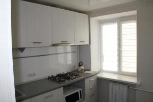 Кухня або міні-кухня у Современная 1-комнатная квартира